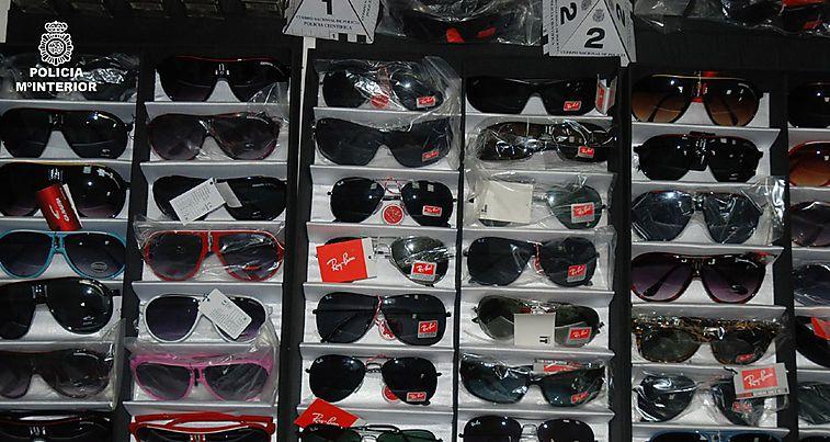 Las gafas de sol son uno de los productos preferidos por los falsificadores