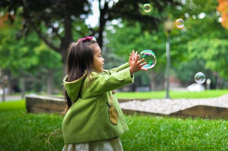 ¿A qué edad pueden usar lentes de contacto los niños ?